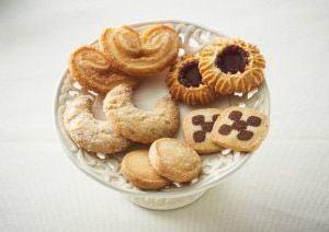Mini Schweineohren, Vanille Kipferl, Johannisbeer Törtchen, Schwarz-Weiß-Gebäck, Butter Heidesand
